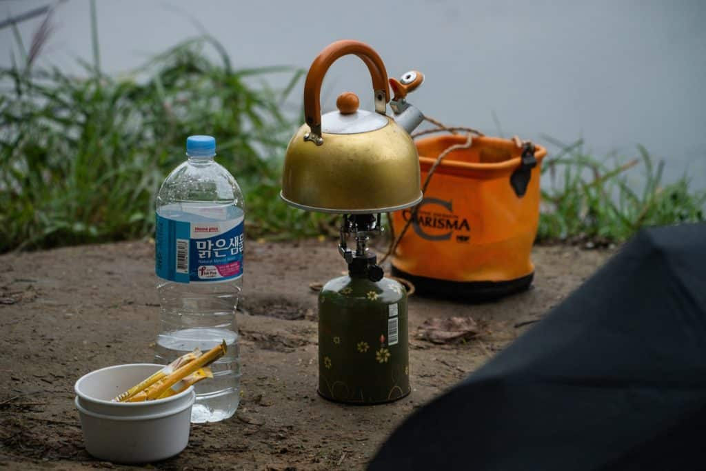cooking outdoors on gas - yougo camping